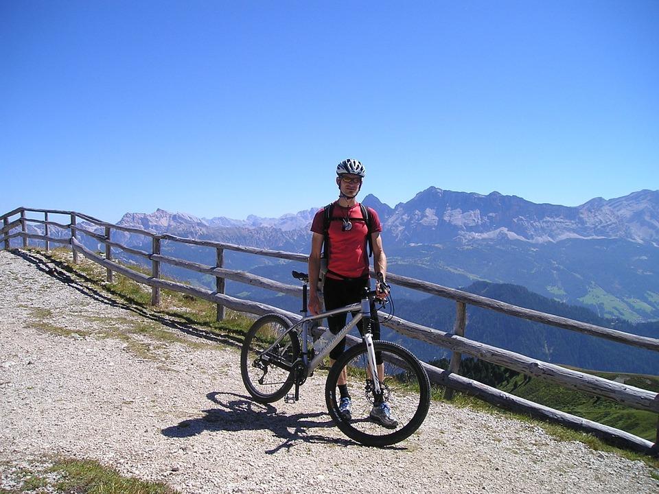 Best Mountain Bikes Under $200 In-Depth Reviews & Buyer's Guide